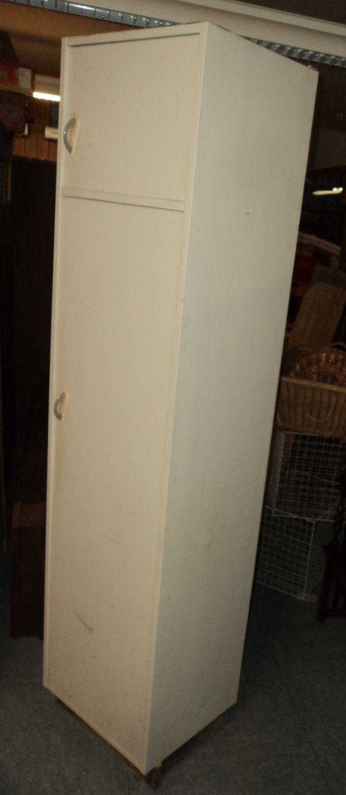 alter schmaler k chenschrank vorratsschrank 50er 60er. Black Bedroom Furniture Sets. Home Design Ideas