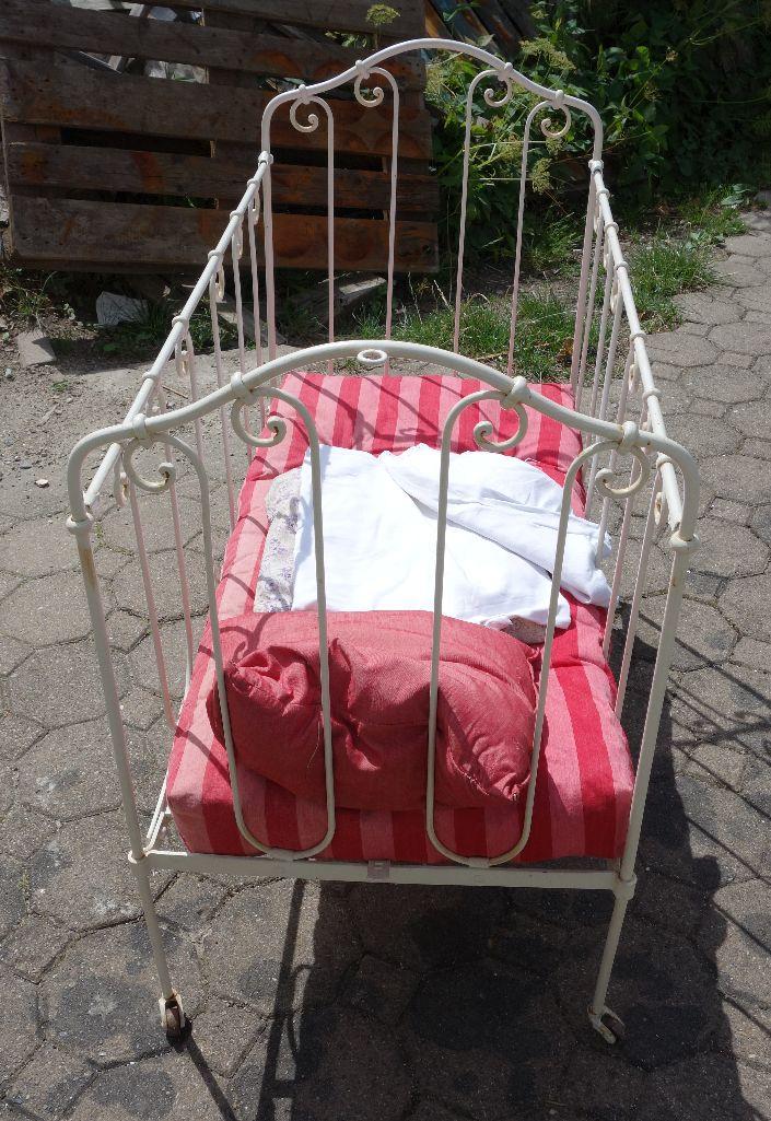 antikes kleines kinderbett ebay. Black Bedroom Furniture Sets. Home Design Ideas